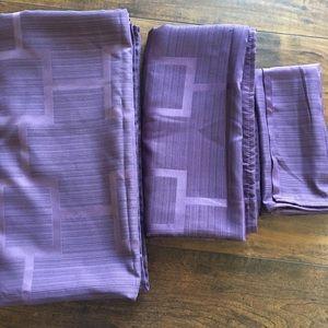 NWOT Origins Tribeca Plum Napkins & Tablecloths
